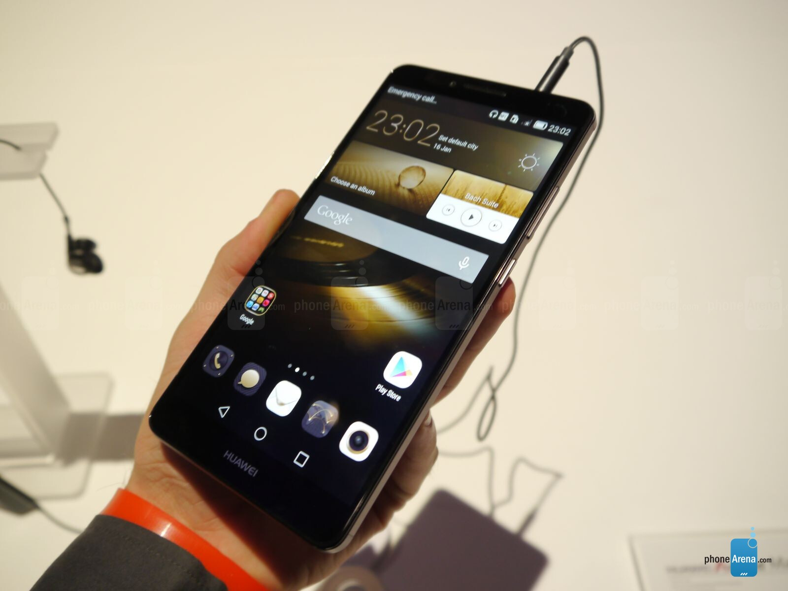 huawei ascend mate 7 hands on big beautiful phablet