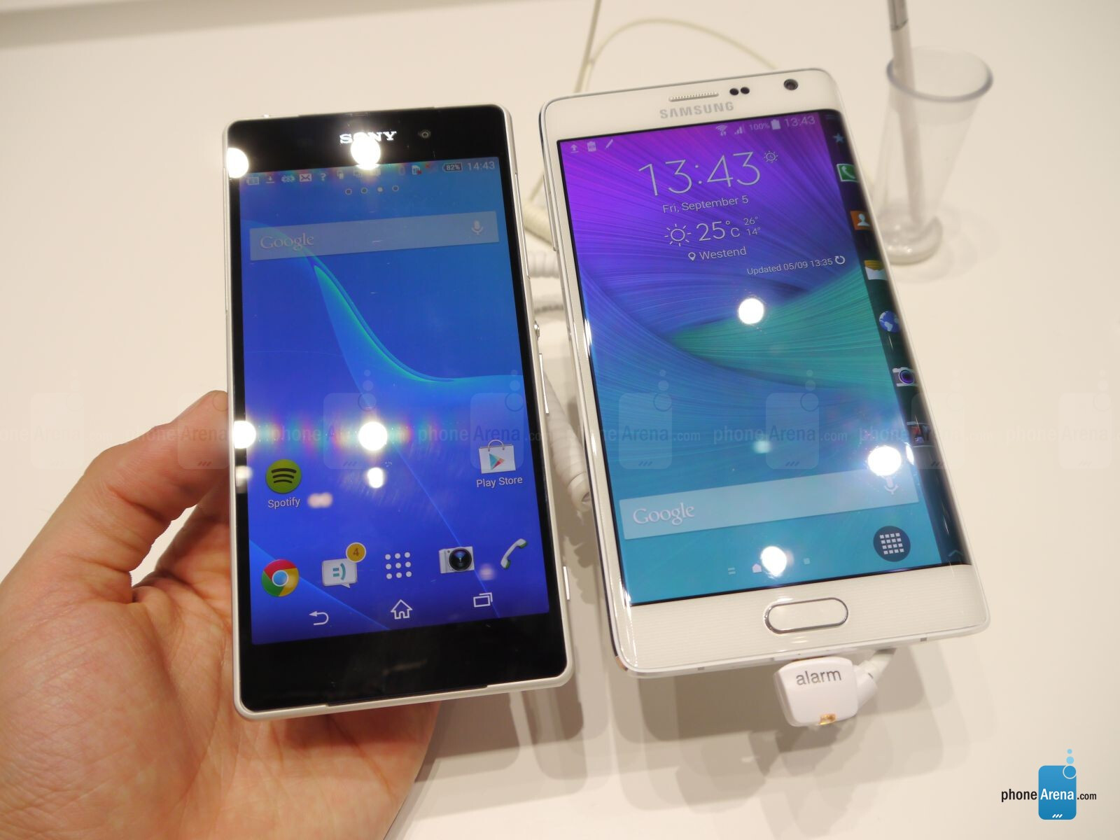 Smartphone with Edge Curved Screen, Galaxy Note 4 Edge Comes