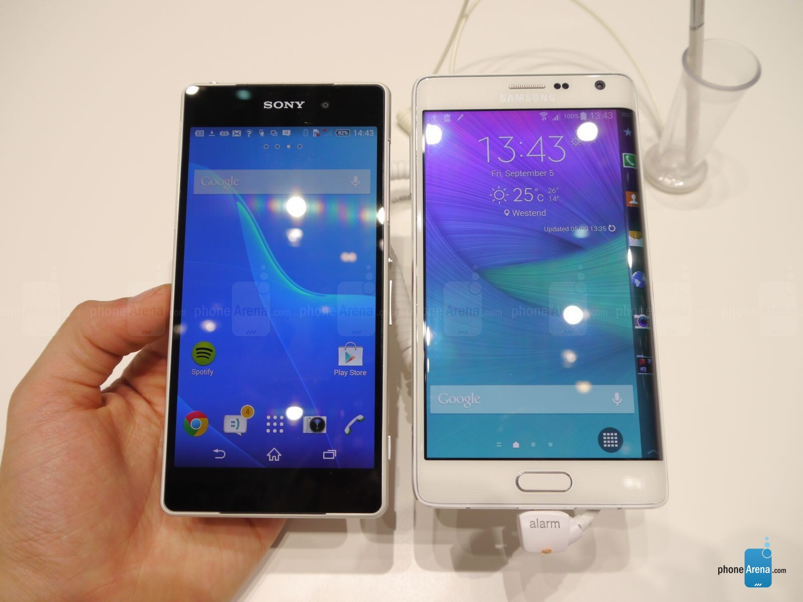 Galaxy Note Edge vs Xperia Z2: first look : PhoneArena reviews