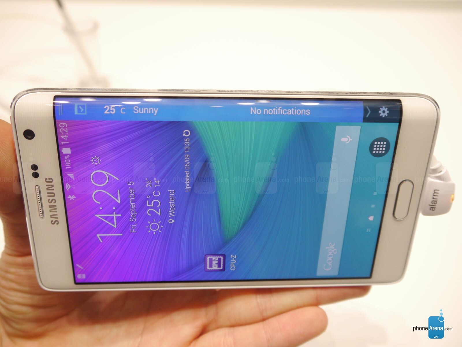 Samsung Galaxy Note Edge vs Samsung Galaxy S5: first look