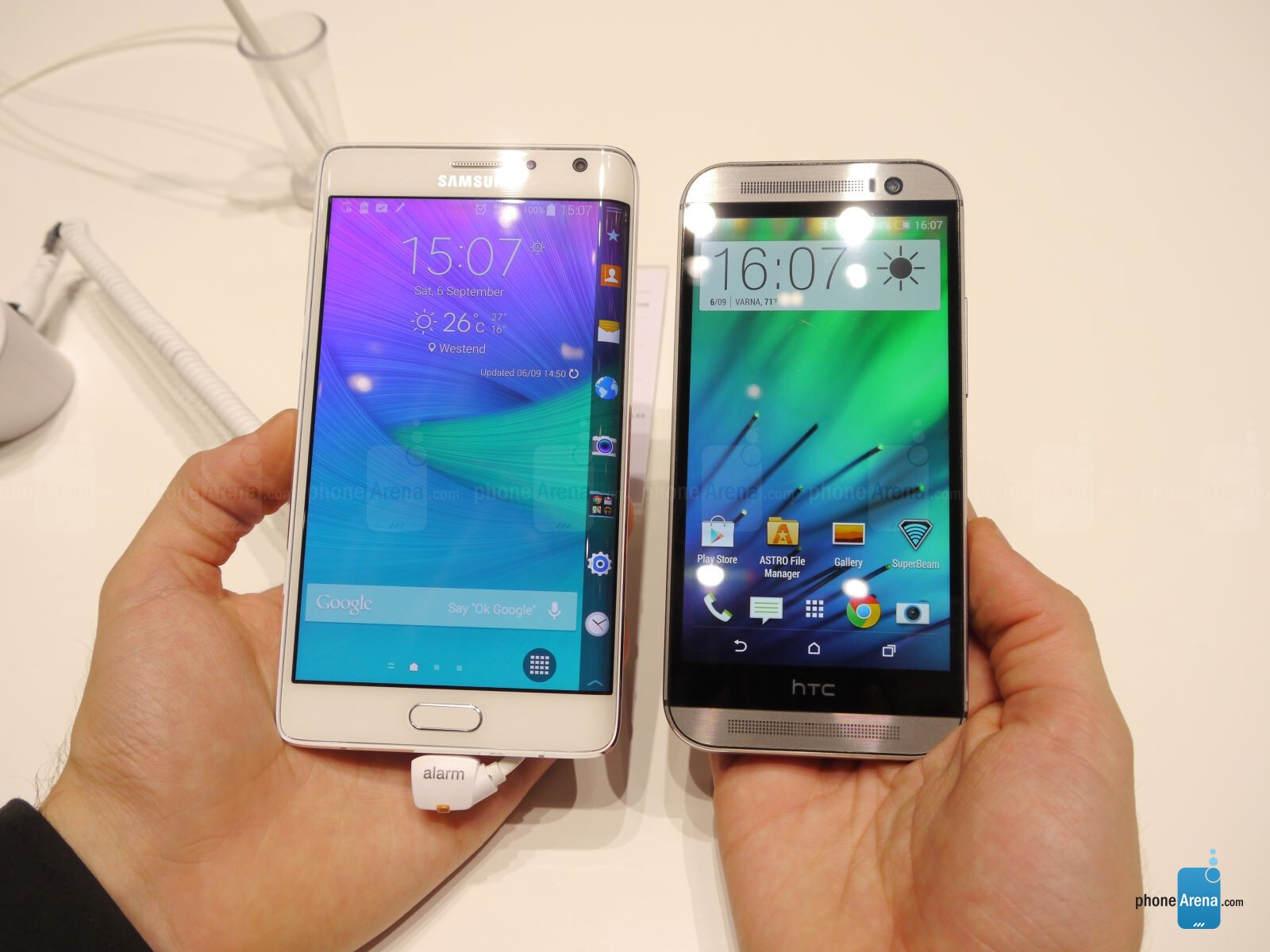 samsung galaxy note edge vs htc one m8 first look. Black Bedroom Furniture Sets. Home Design Ideas