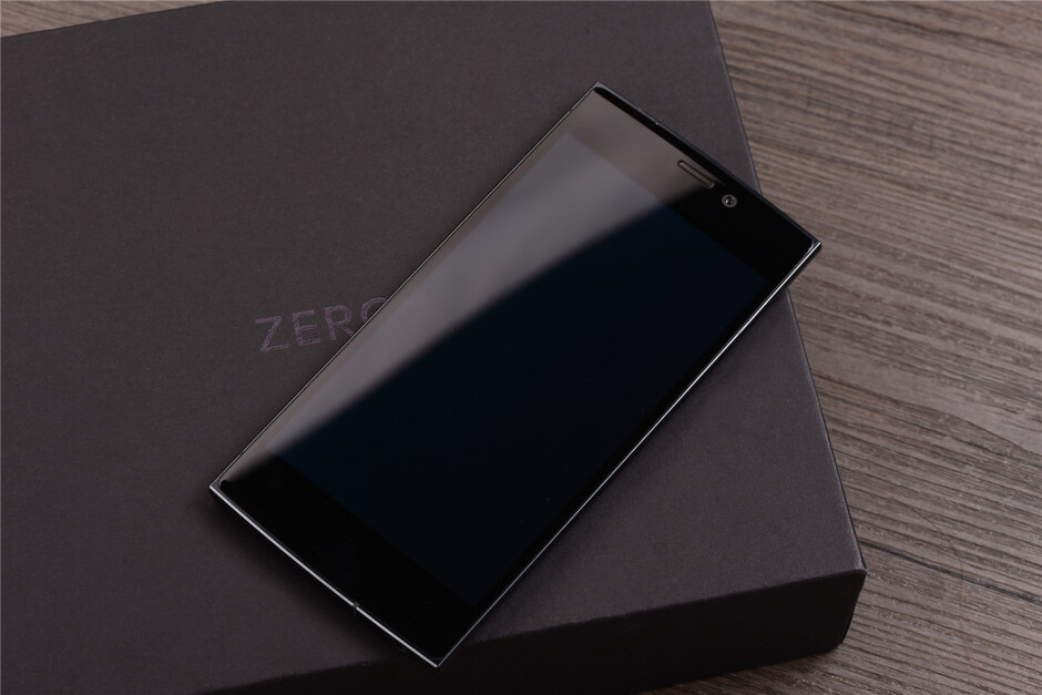 Images courtesy of mobiltelefon.ru - Monsters from Asia: the fancy, 6.4 mm-thick UMi Zero and its Super AMOLED display