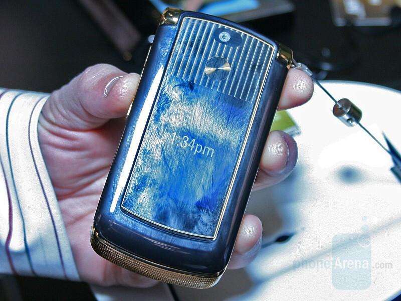 RAZR2 V8 Luxury Edition - CES 2008: Live Report