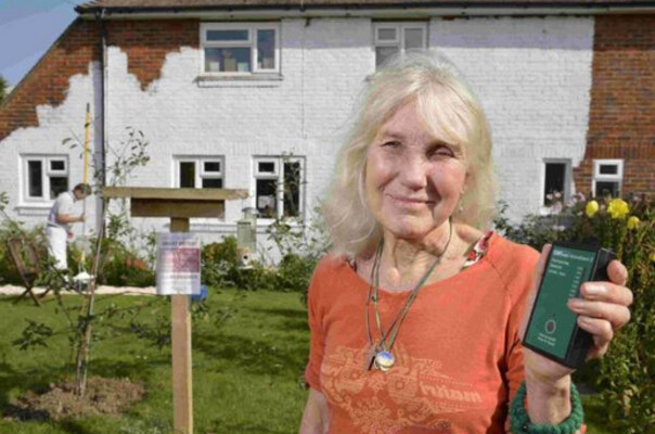 72 year-old Stefanie Russell claims that cellular and Wi-Fi signals make her ill - Grandma is ill, spends $6000 to block Wi-Fi and cellular signals from entering her home