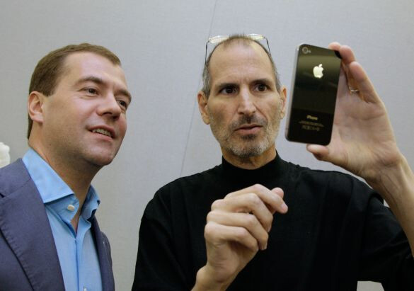 Steve Jobs showing former Russian president Dmitry Medvedev the iPhone 4 - Did you know that Apple is now worth more than the entire Russian stock market?