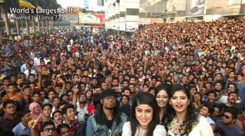 World's largest selfie snapped with the front-facing camera on the Nokia Lumia 730