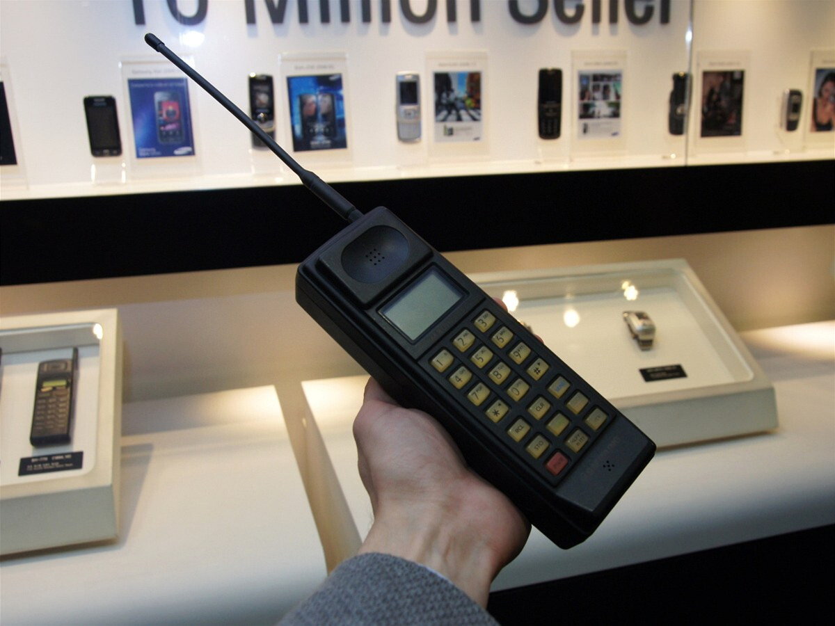 this was the first samsung cell phone ever. Black Bedroom Furniture Sets. Home Design Ideas
