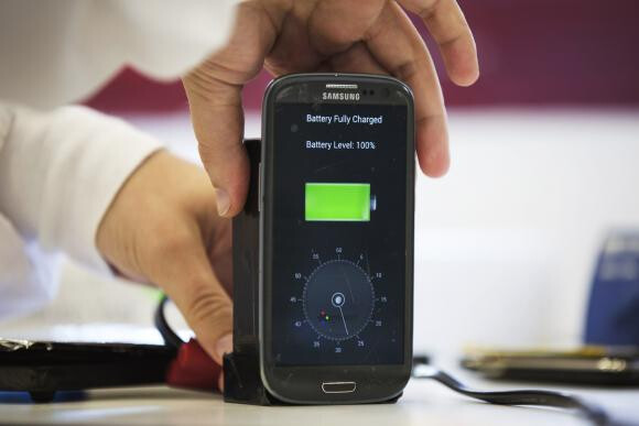photo: Reuters / Finbarr O'Reilly - Looking for a smartphone battery that can be charged in 30 seconds? We might see that in 2016