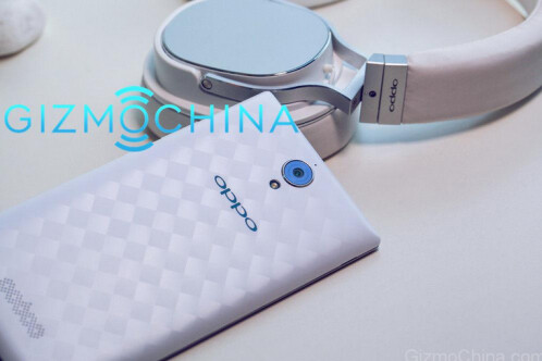 Oppo U3 smartphone and Oppo PM-3 headset