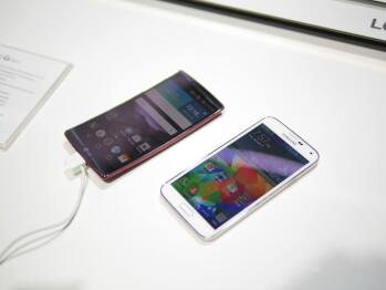 LG G Flex 2 vs Samsung Galaxy S5: first look