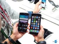 LG-G-Flex2-vs-iphone-6-plus-16