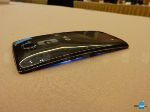 Asus ZenFone 2 vs LG G Flex 2