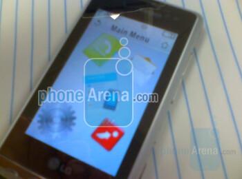 Update 4 with picture: LG VX9700 is Verizon's PRADA-like phone