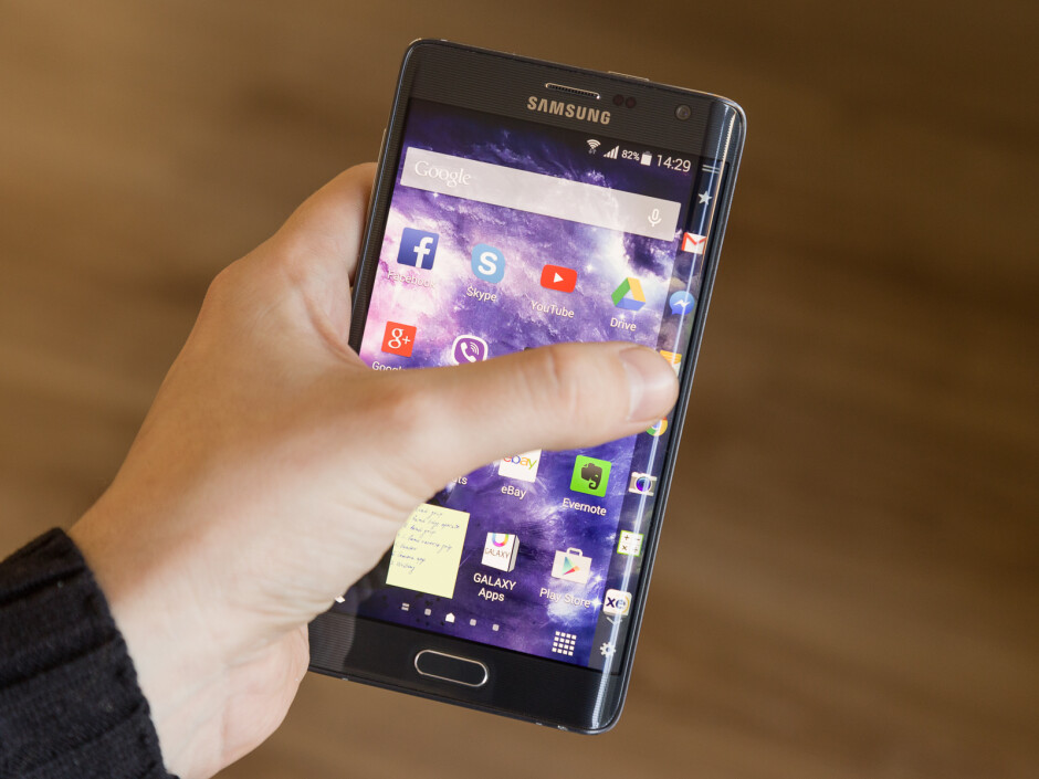 People with larger hands will be able to touch the Edge Screen with their thumb after some hand gymnastics and risk of dropping - Living with the Samsung Galaxy Note Edge, week 2: Can you handle it?