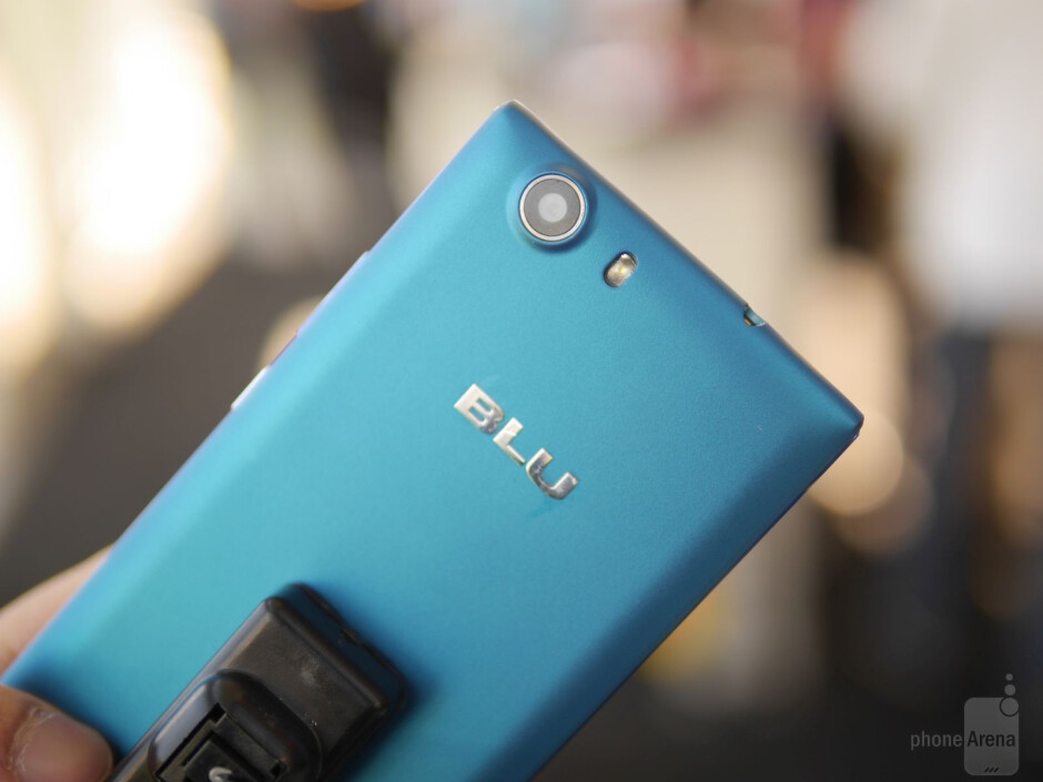 BLU Life One hands-on