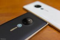Lumia-830-Gold-15