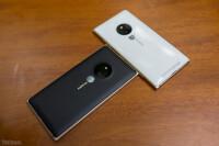 Lumia-830-Gold-17