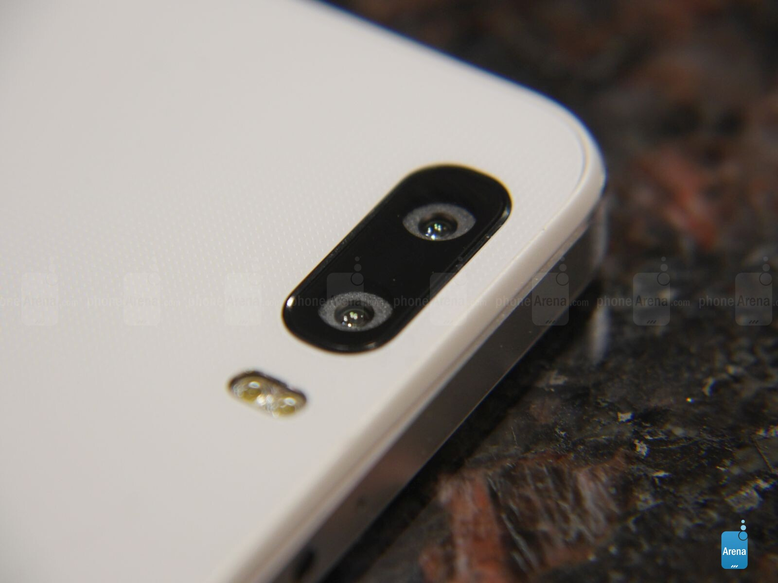 The battle of the bokeh cameras: Huawei Honor 6 Plus versus HTC One