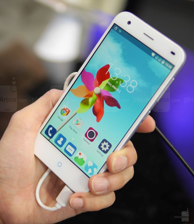 Zte Blade s6 vs Iphone 6 Zte Blade s6 Hands-on