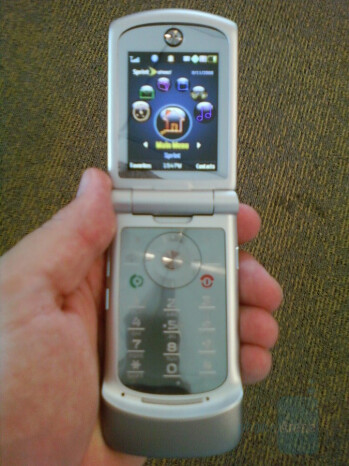 Blurry shots leak out of the RAZR VE20