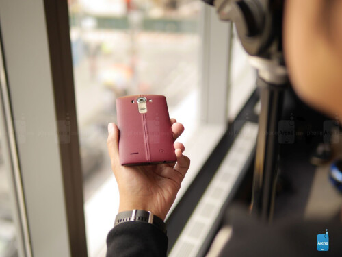 LG G4 in red leather