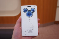 Disney-Mobile-LG-smartphone-Mickey-Mouse-Swarovski-2.jpg