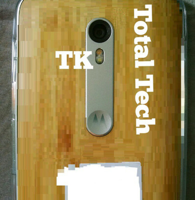 Older leaked image of the Moto X has a similar metal frame but a differently shaped flash