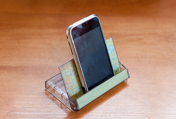Turn an old cassette box into a phone stand