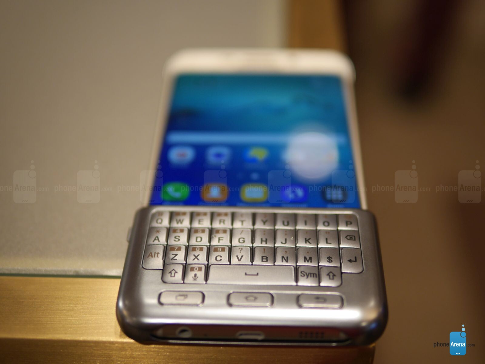Samsung Keyboard Cover for the Galaxy S6 edge+ hands-on ...