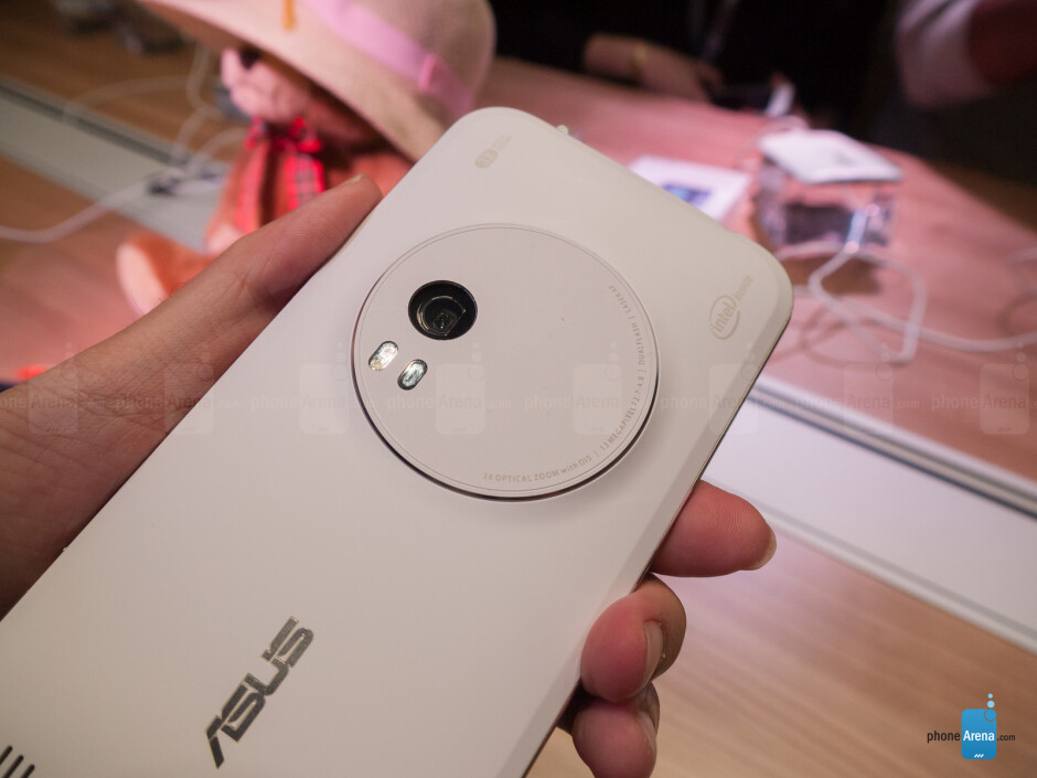 Asus ZenFone Zoom hands-on: 3x optical zoom at your fingertips