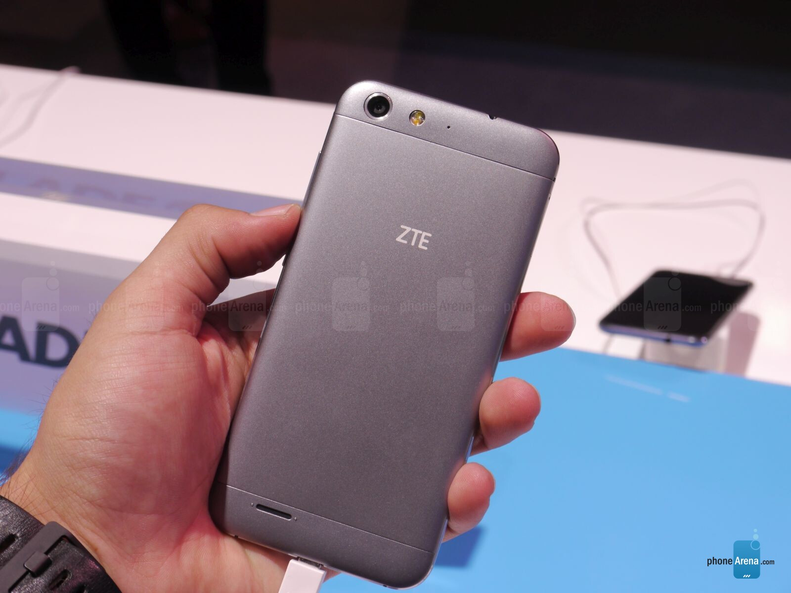 zte v6 y iphone 6 similar