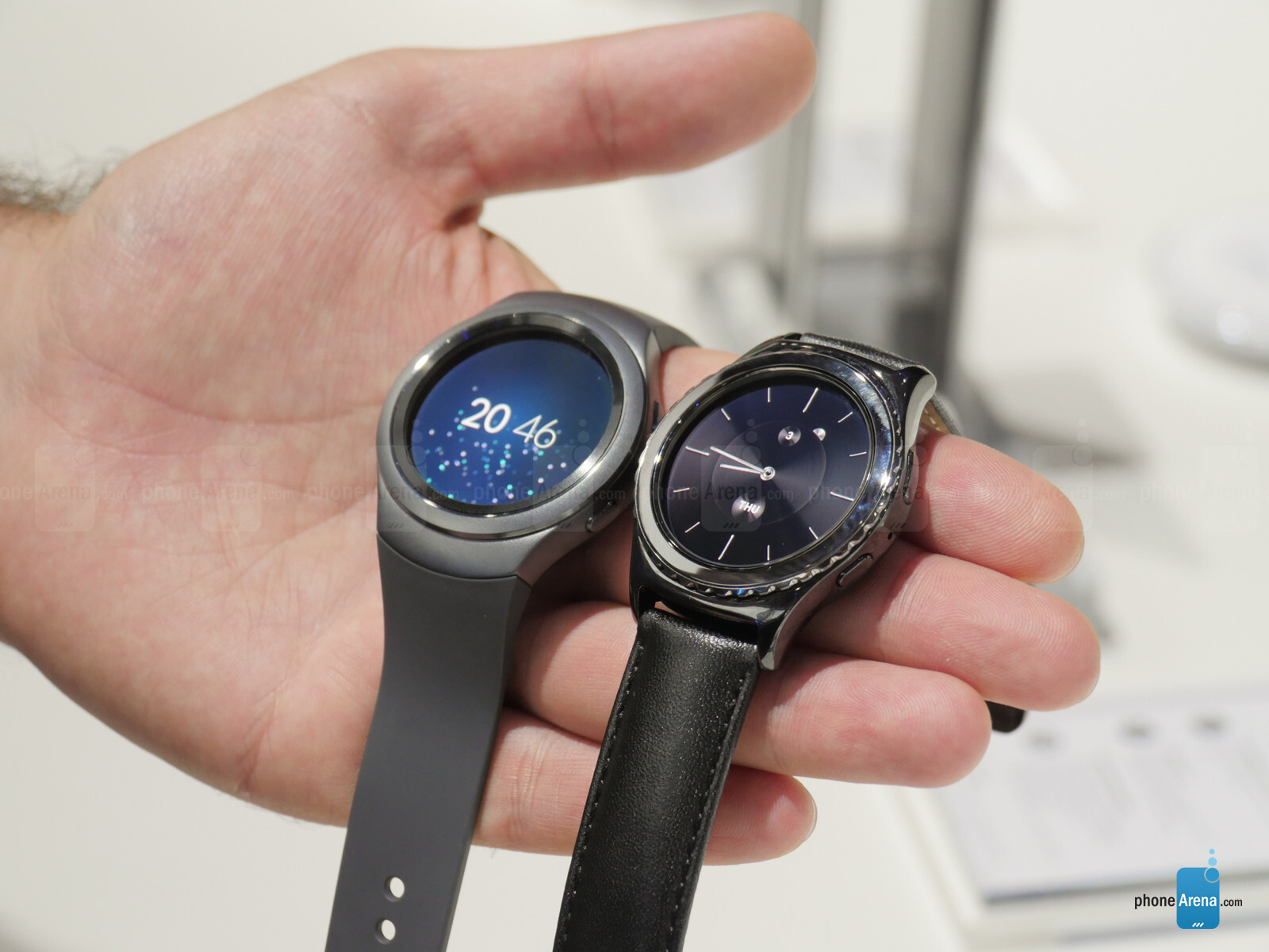 Samsung Gear S2 vs Samsung Gear S2 Classic: first look