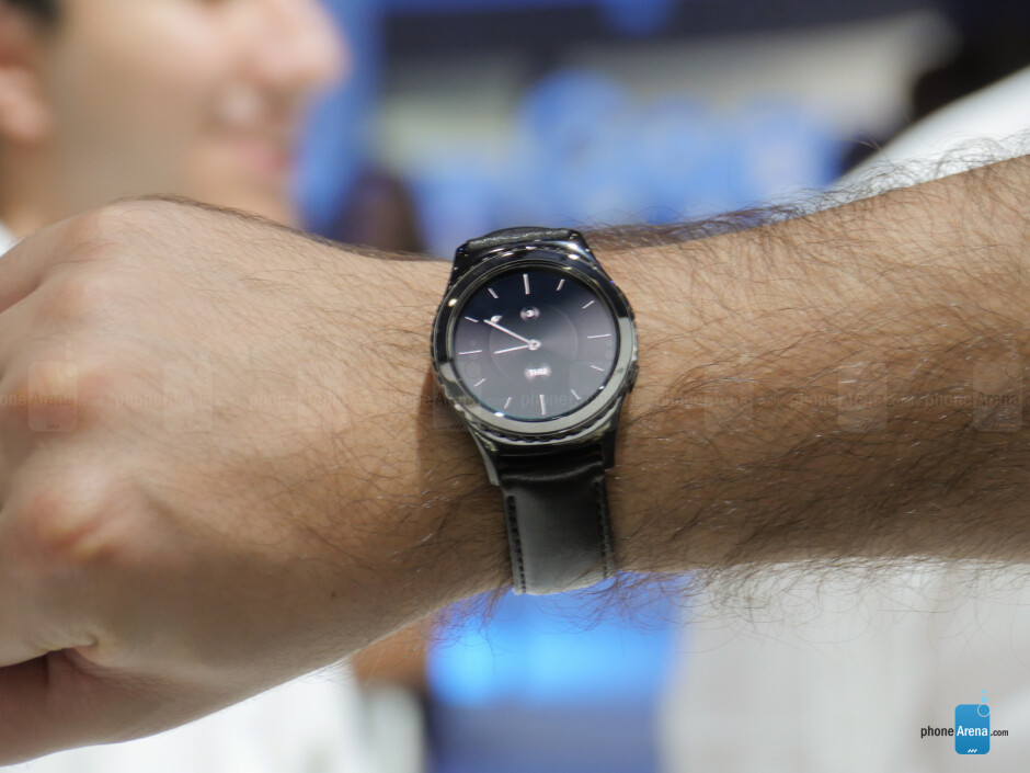 The Samsung Gear S2 vs the Gear S2 Classic - Samsung Gear S2 vs Samsung Gear S2 Classic: first look
