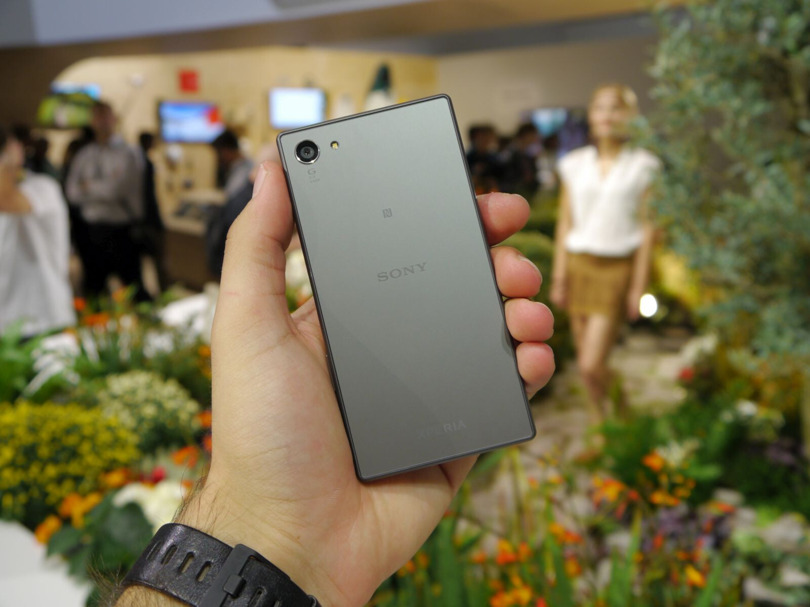 aim sony xperia z5 compact us release this