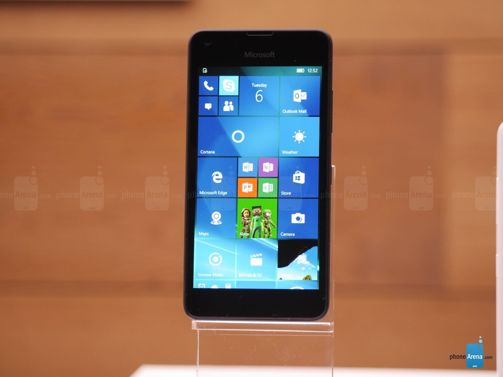 microsoft lumia 550 price slashed to with contract. Black Bedroom Furniture Sets. Home Design Ideas
