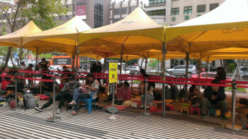 Apple iPhone 6s queue in Taiwan