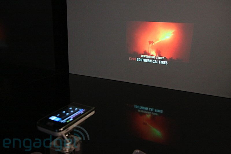 Samsung shows its projector phone the i7410 for Apple mobile projector