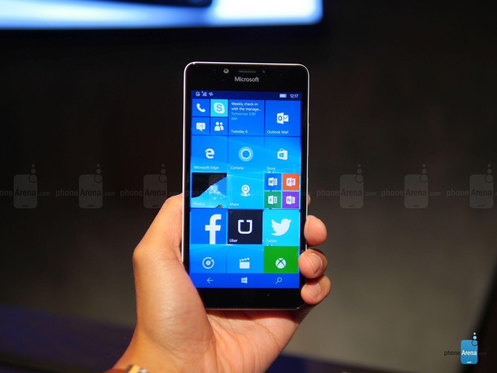 Smartphones with Quad HD (1440 x 2560) resolution displays (2015