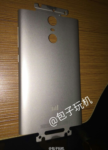 The back cover of the Xiaomi Redmi Note 2 Pro confirms that a fingerprint scanner will be included