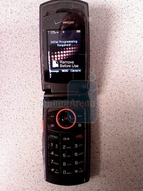 Hands-on images of the Moto Napoleon and the CDM8975 for Verizon