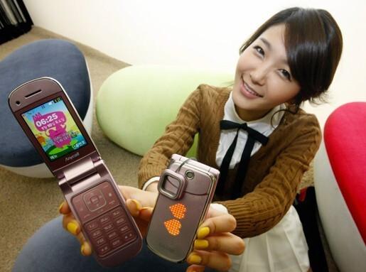 Samsung's SPH-W7100 is a blast with a 100 decibel siren
