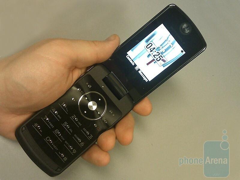 Hands On With The Motorola Stature I9 Phonearena Reviews Phonearena
