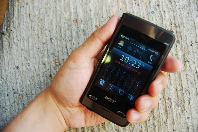 Acer's DX650 is a two-faced Windows Mobile device
