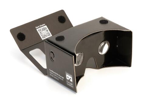 A VR goggle set