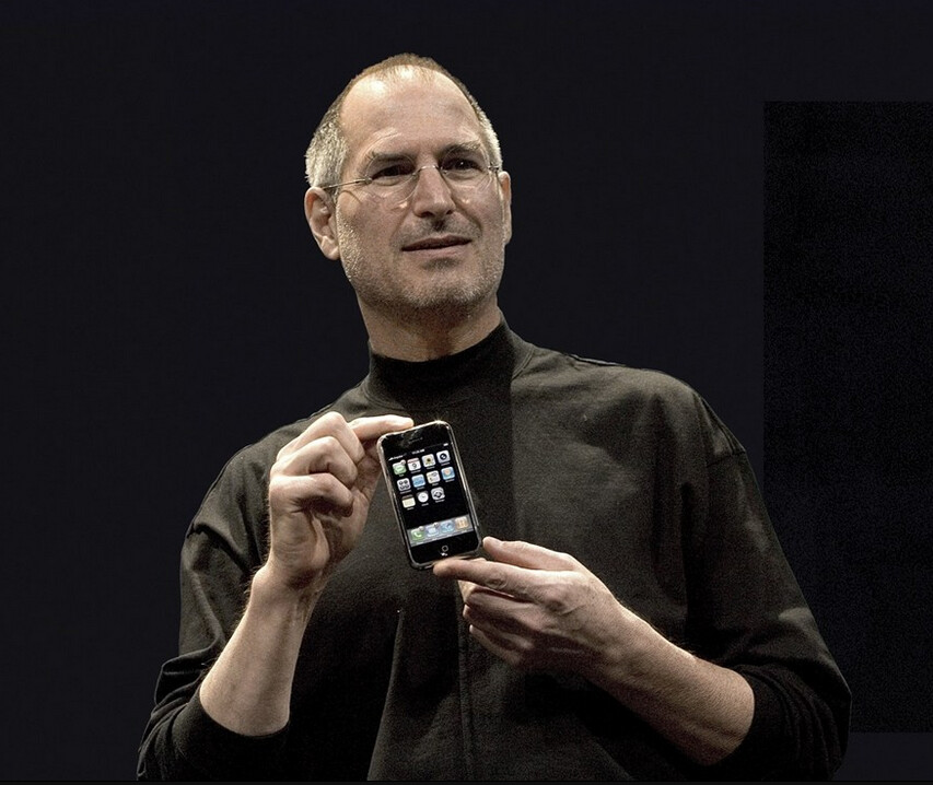 Steve Jobs introduces the OG iPhone with a UI that is still in use today