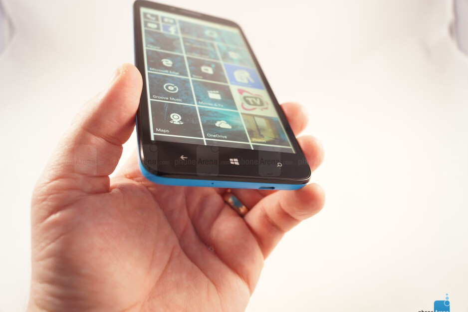 Alcatel OneTouch Fierce XL with Windows 10 hands-on