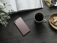 Sony-Xperia-Z5-in-dusty-pink-4.jpg