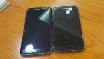 Galaxy S7 edge on the left, Galaxy S7 on the right