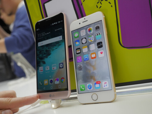 LG G5 vs Apple iPhone 6s - first look