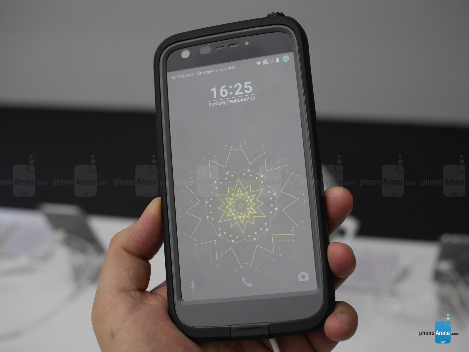 best sneakers 853c7 ac078 Let's accessorize! Hands-on with official LG G5 Quick Cover and ...